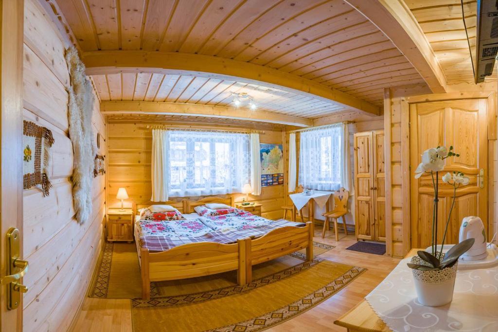 Łóżko lub łóżka w pokoju w obiekcie Stare Krzeptówki