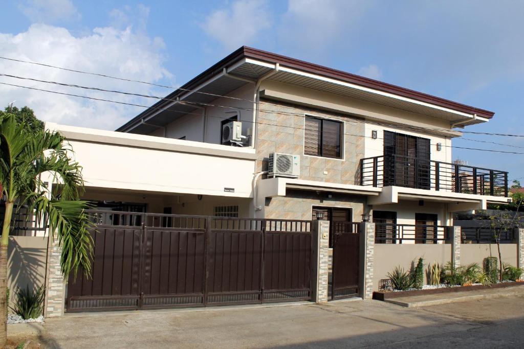 Villa Nasugbu 3 Bedrooms 3 5 Baths 2 4 Car Garage Philippines Booking Com