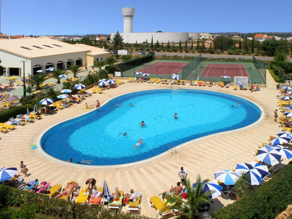 A view of the pool at Oasis Parque Country Club or nearby