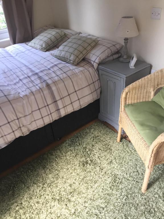A bed or beds in a room at Clinton's Green B&B