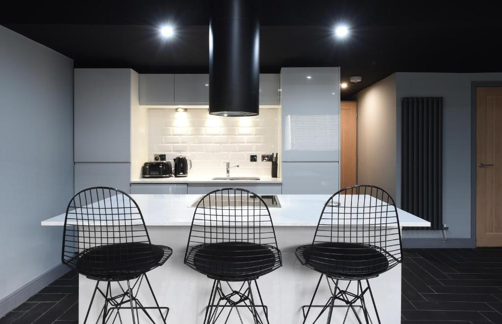 A kitchen or kitchenette at Swan Street Suite Slps 23