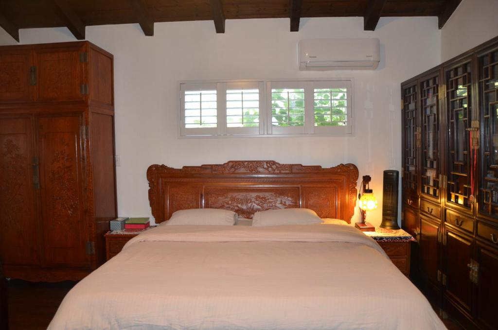 A bed or beds in a room at LAX Teresa AIR B&B