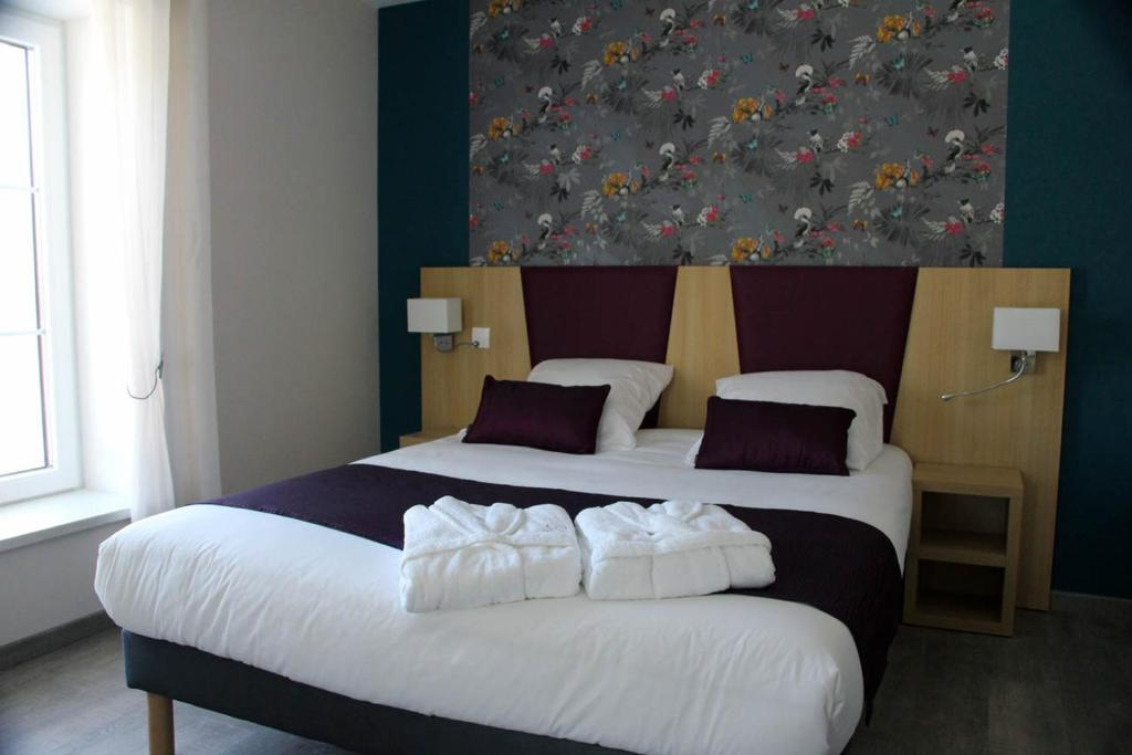 A bed or beds in a room at Relais du mazagran Hôtel et Table d'hôte