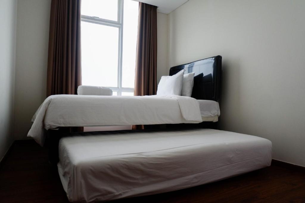 Deluxe 2BR Apartment at Grand Sungkono Lagoon By Travelio