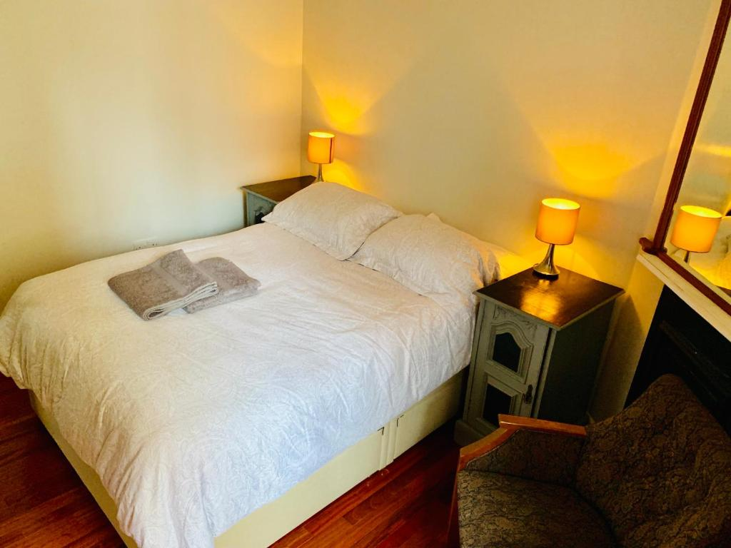 A bed or beds in a room at Tapestry Apartment