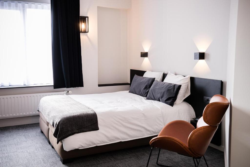 Een bed of bedden in een kamer bij Hotel Carnac