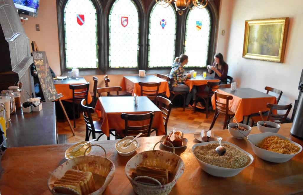 Un restaurante o sitio para comer en Landay Hostel