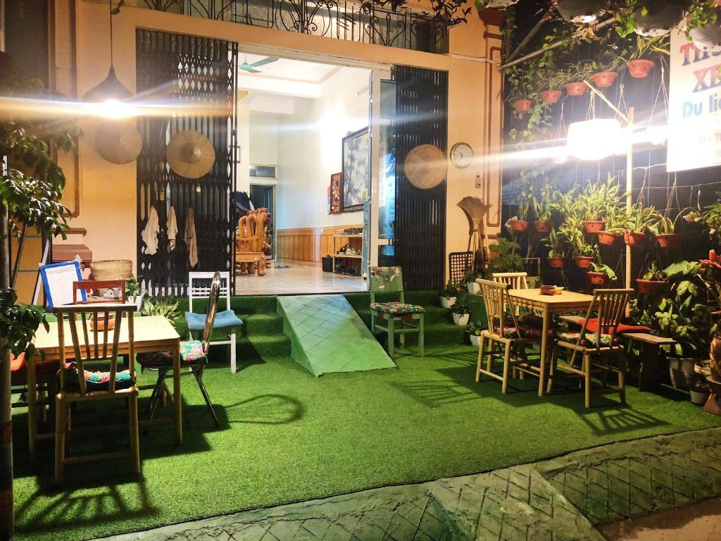A restaurant or other place to eat at Cao Bang Eco Homestay
