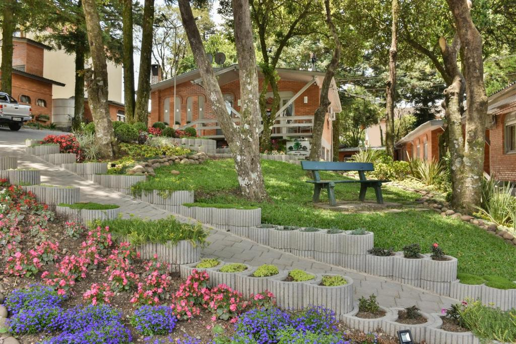 A garden outside Hotel Pequeno Bosque