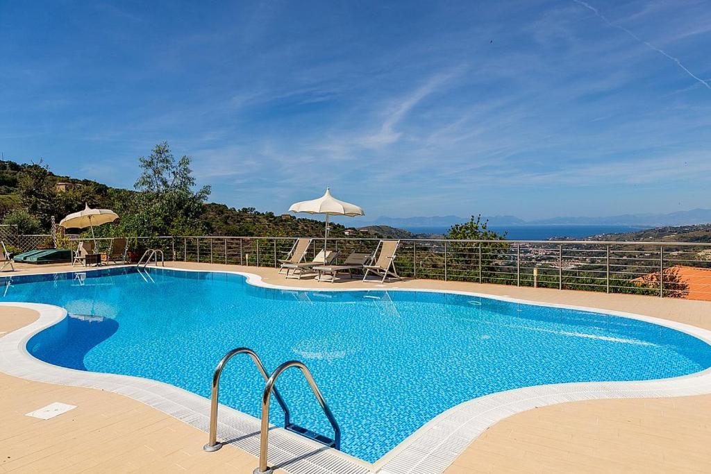 Laureana Cilento Villa Sleeps 2 Pool Air Con WiFi