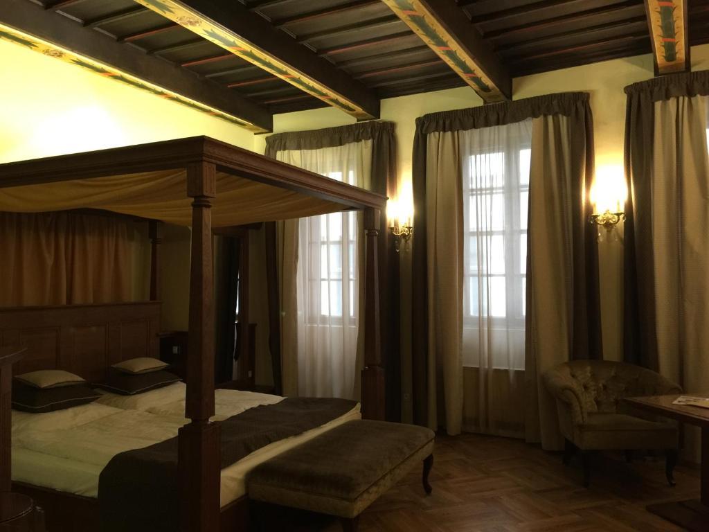 Ein Bett oder Betten in einem Zimmer der Unterkunft Historic Royal Apartment