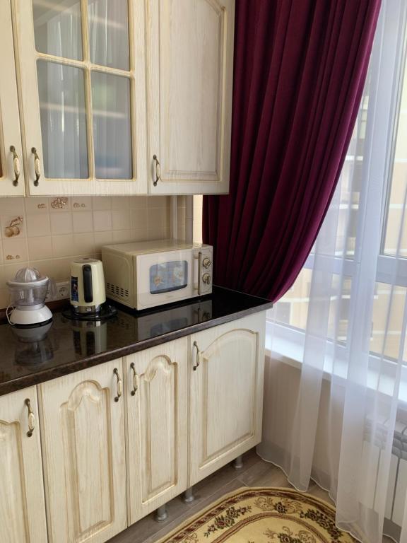 A kitchen or kitchenette at Апартаменты на море
