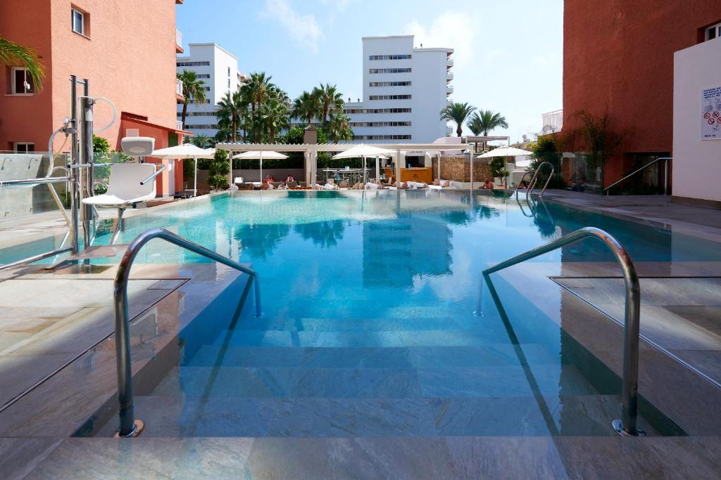 The swimming pool at or close to Fénix Torremolinos - Adults Only