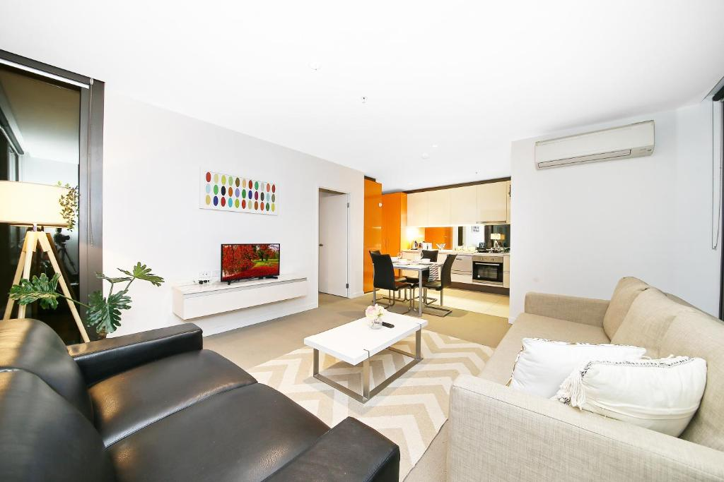 A seating area at A Cozy 2BR Suite + Large Balcony at Southern Cross