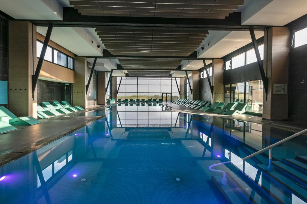 The swimming pool at or close to Hôtel & Spa Les Bains de Cabourg by Thalazur