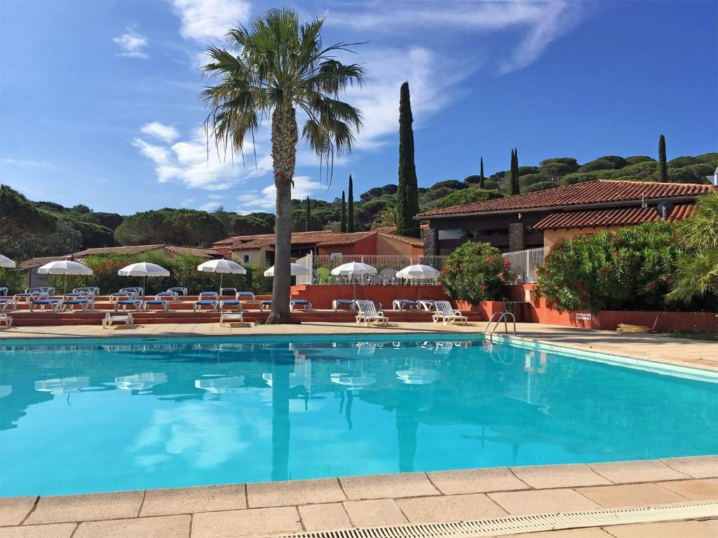 The swimming pool at or close to Village Vacances de Ramatuelle