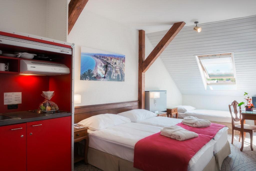 Ein Bett oder Betten in einem Zimmer der Unterkunft Hôtel Résidence du Boulevard