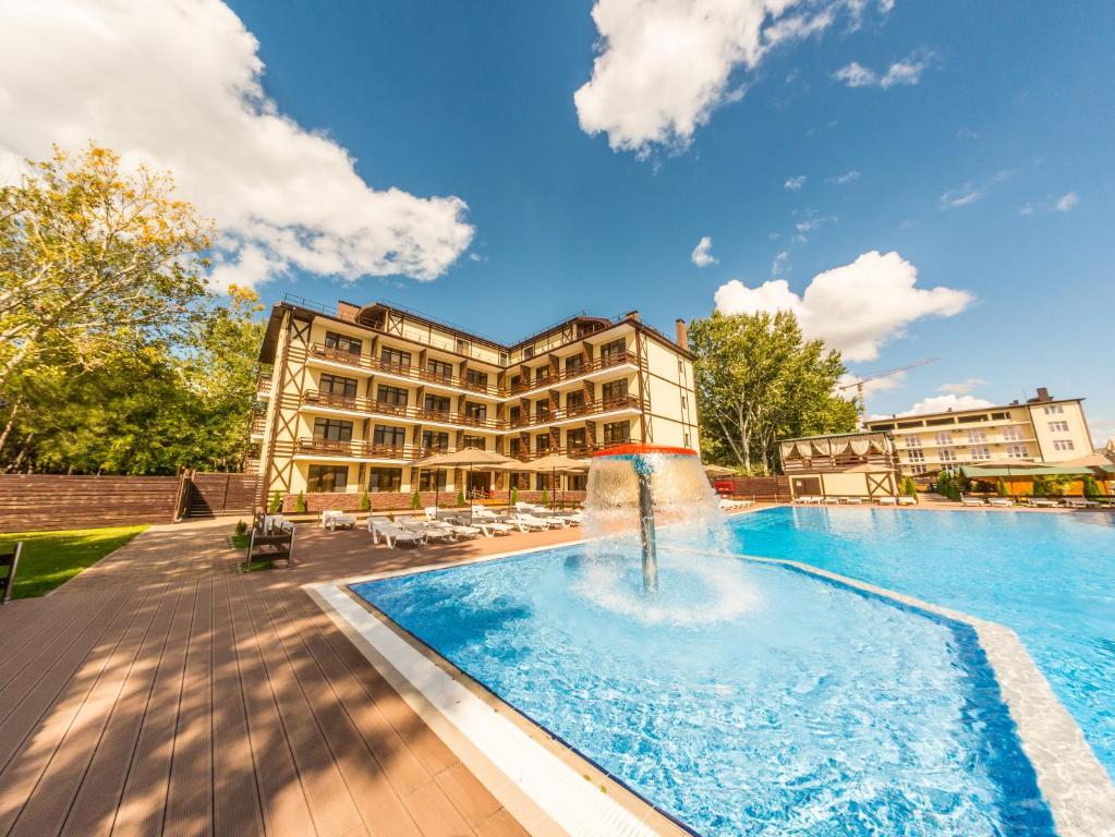 The swimming pool at or close to Khutorok Resort