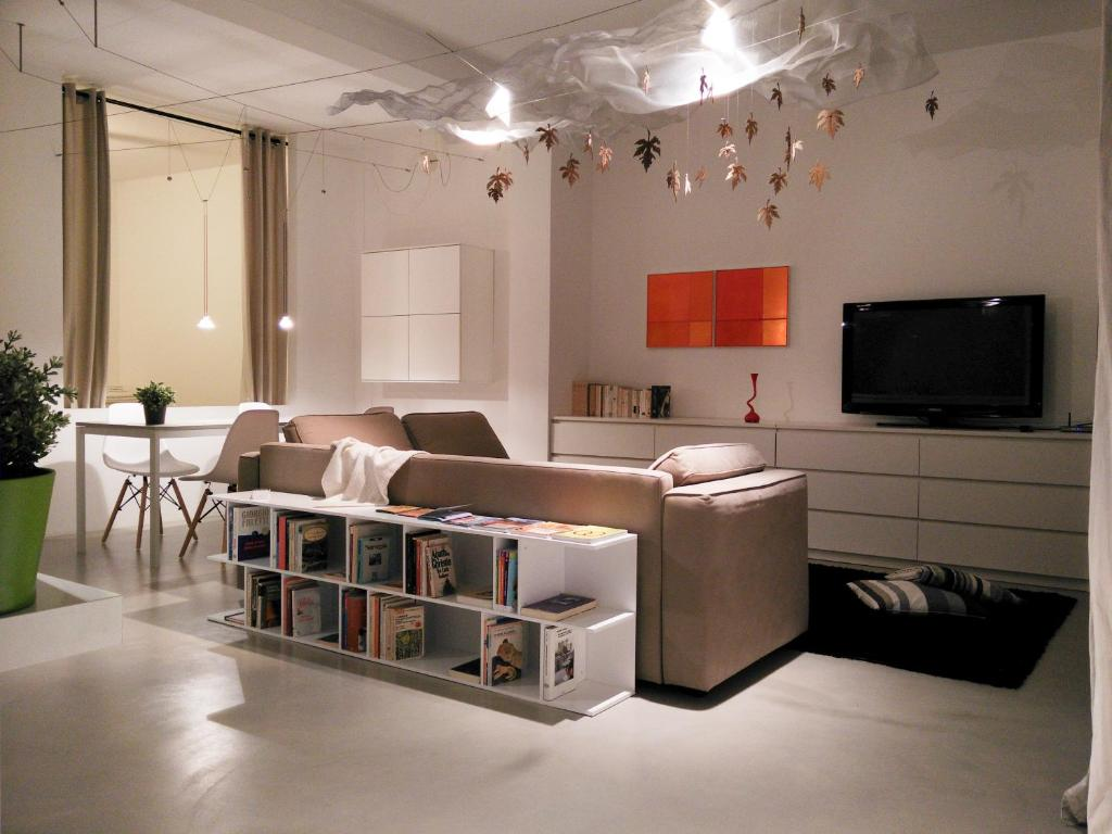 A television and/or entertainment center at Un Open Space in Centro Storico