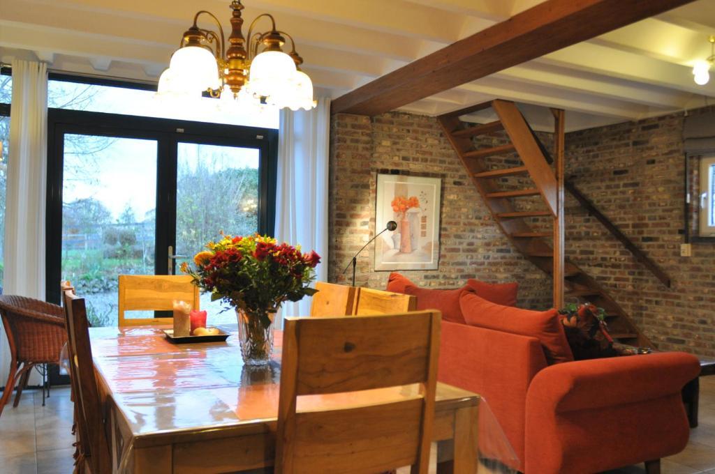 The lounge or bar area at Vakantiehuis Vijlen