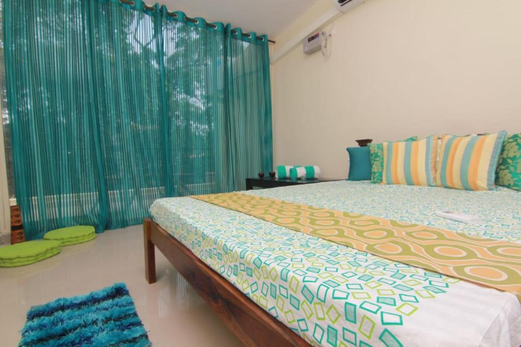 A bed or beds in a room at Alazne & Meraki : Assagao