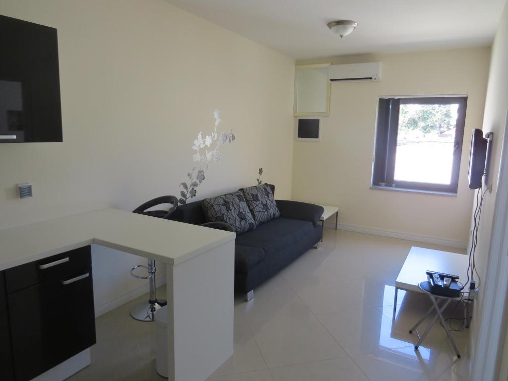 A seating area at Apartments Amfora