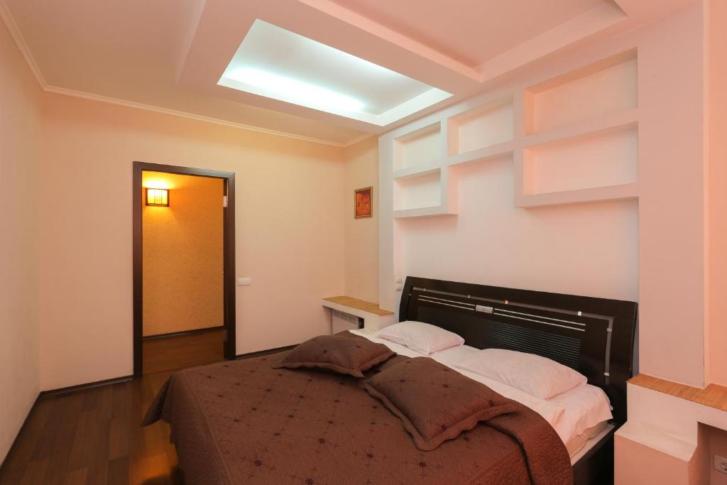 A bed or beds in a room at Grata Apartments - Kiev