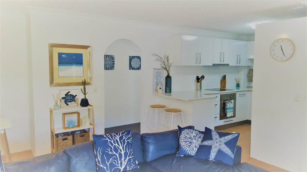A seating area at Family Oasis @ Broadbeach