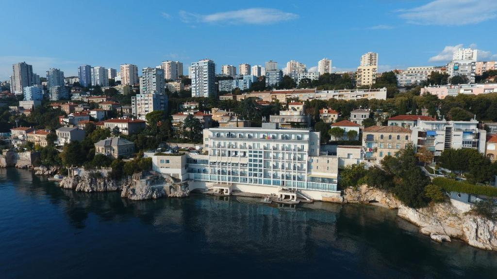 A bird's-eye view of Hotel Jadran