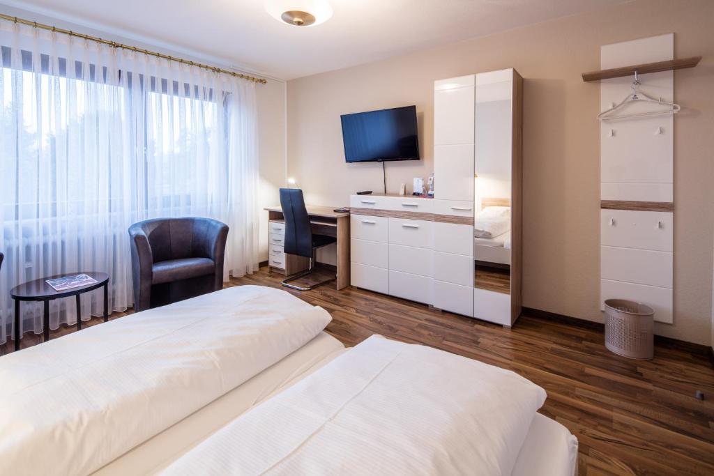 Ein Bett oder Betten in einem Zimmer der Unterkunft Blessings Landhotel