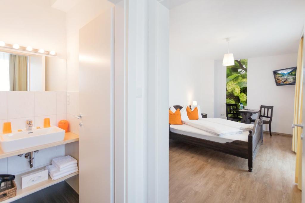Ein Badezimmer in der Unterkunft Schnaitl Braugasthof- Hotel GARNI -B&B-