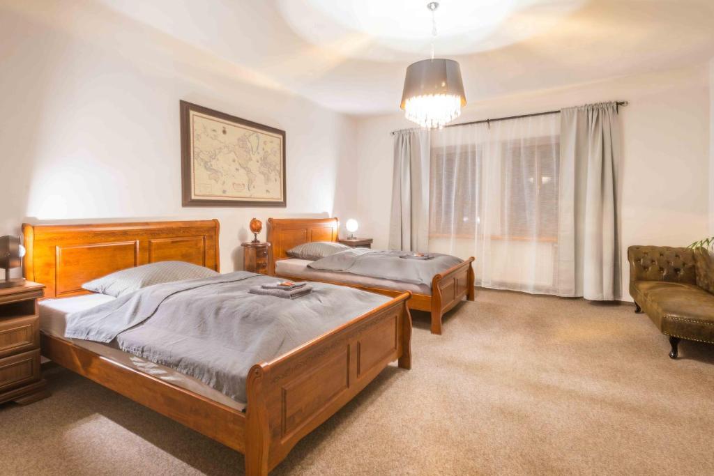 Posteľ alebo postele v izbe v ubytovaní Apartmán v Klášterní 460
