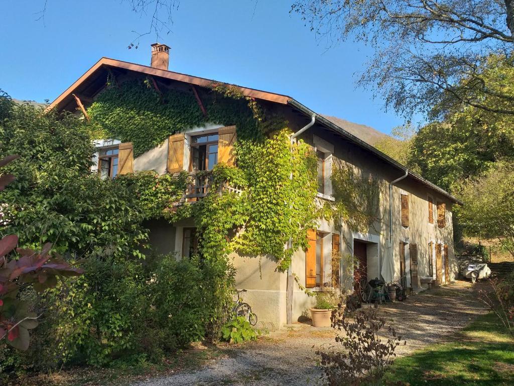 Hostels In Lavans-sur-valouse
