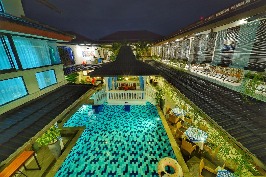 A view of the pool at Raintree Boutique Villa & Gallery or nearby