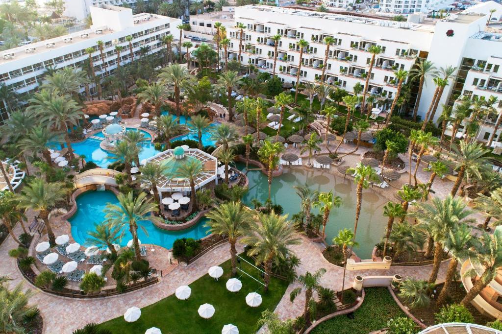 Een luchtfoto van Isrotel Royal Garden All-Suites Hotel