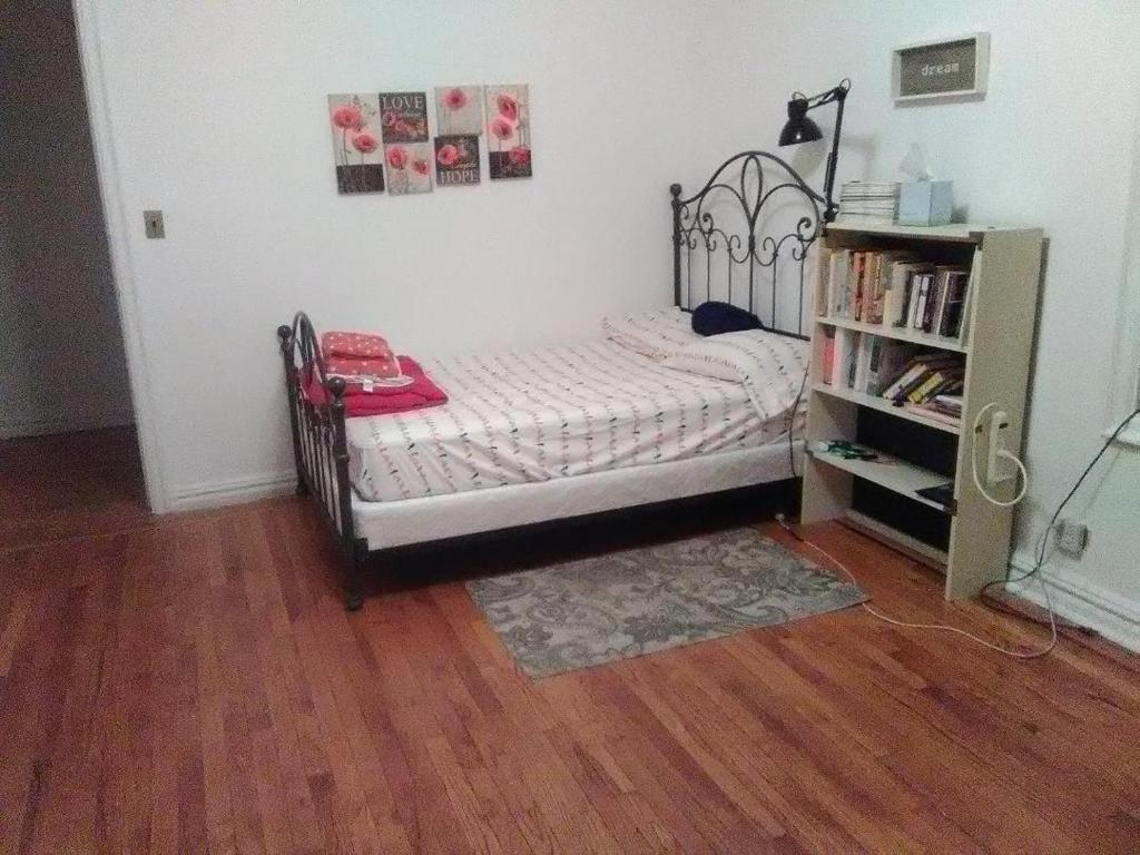 A bed or beds in a room at 2187 Cruger Avenue