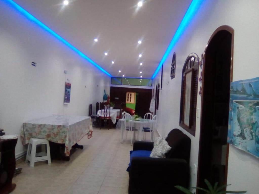 A restaurant or other place to eat at Hostel Kamorim
