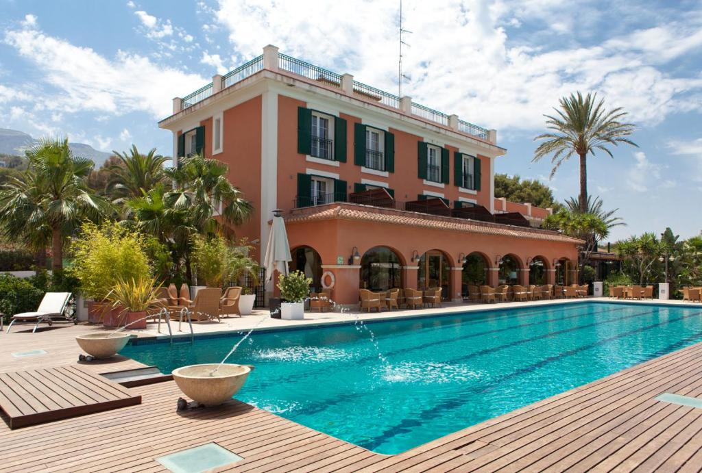The swimming pool at or close to Hotel MR Les Rotes