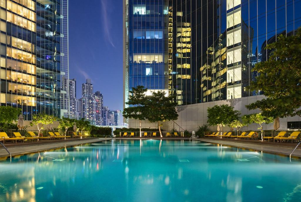 The swimming pool at or close to The Oberoi Dubai