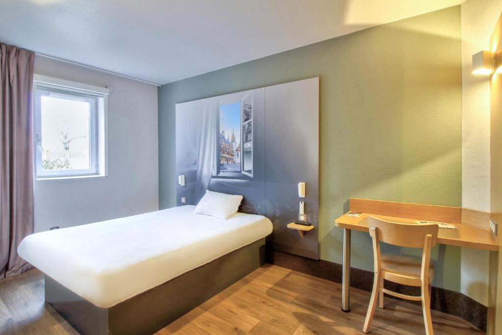 Un ou plusieurs lits dans un hébergement de l'établissement B&B Hôtel Beaune Sud 2