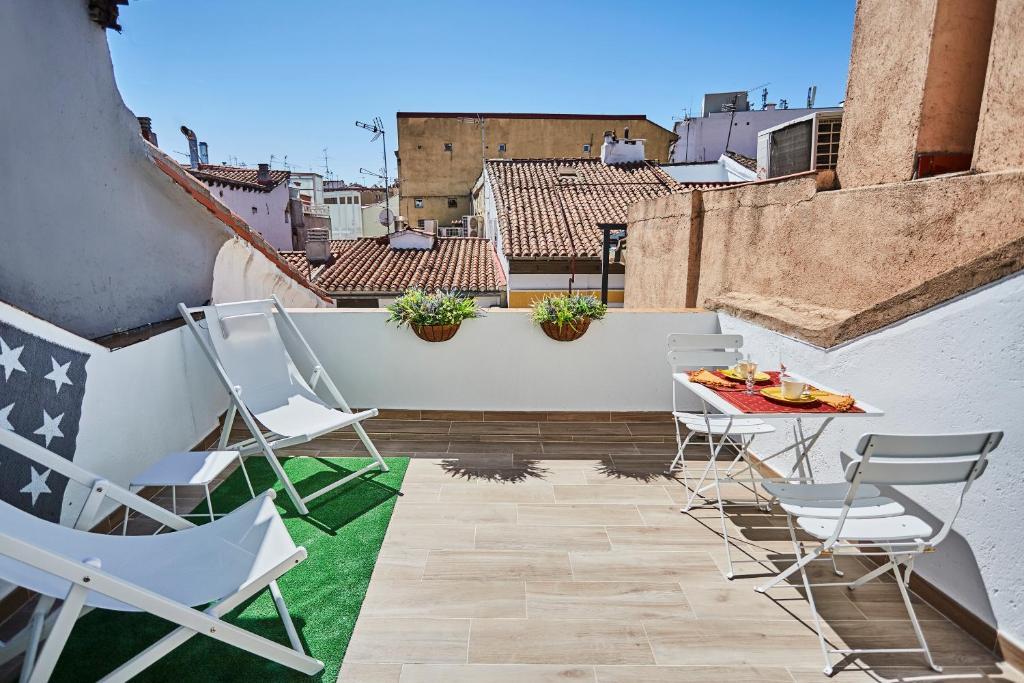 Atico Duplex Con Terraza En Puro Centro 2 A 8 Pax Madrid Updated 2020 Prices