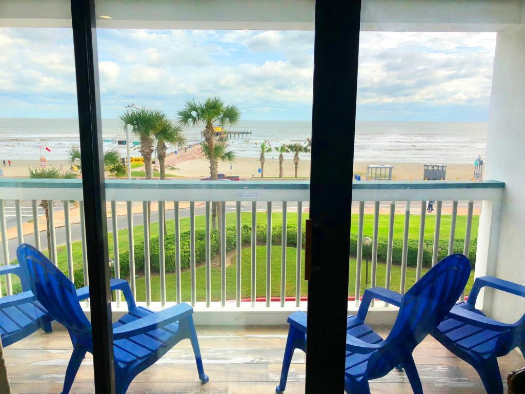 Book Now - Beach Open! #304 Beachfront Serenity