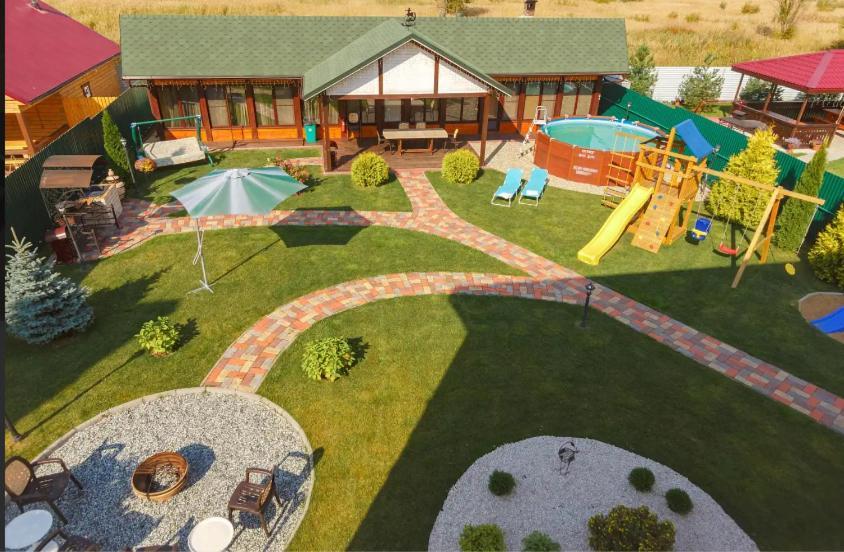 Вид на бассейн в Гостевой Дом Суздальский Хутор или окрестностях