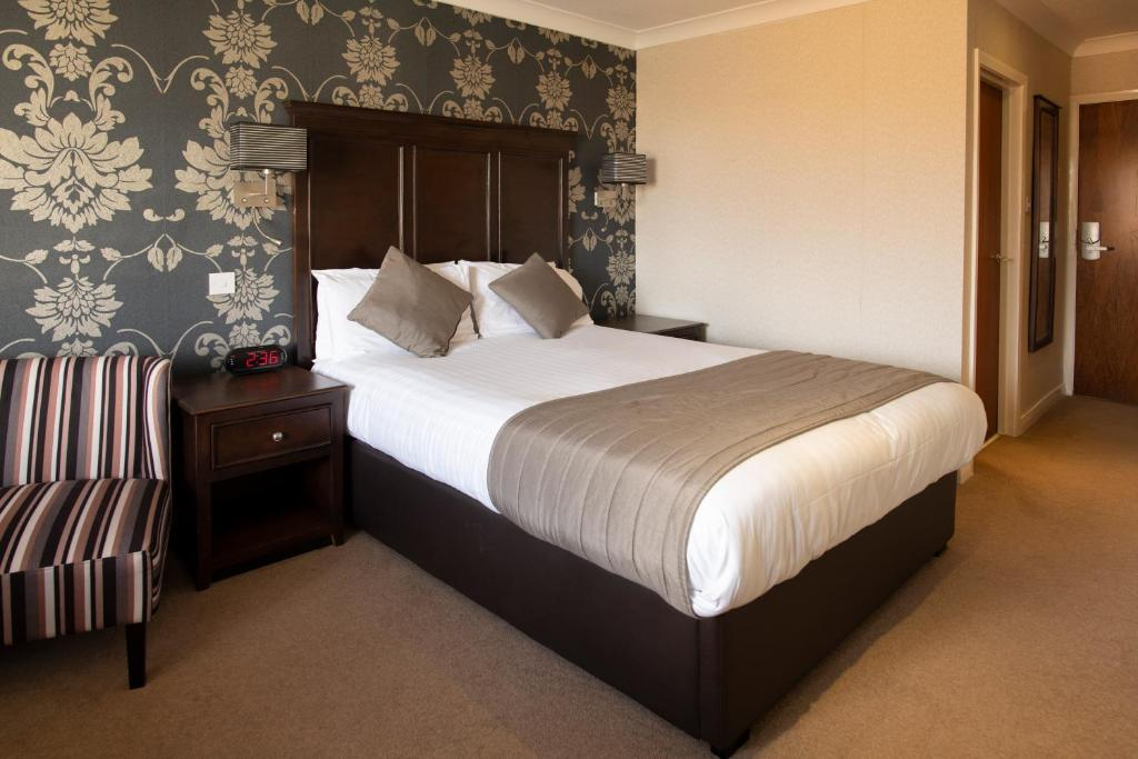 A bed or beds in a room at Wessex Hotel