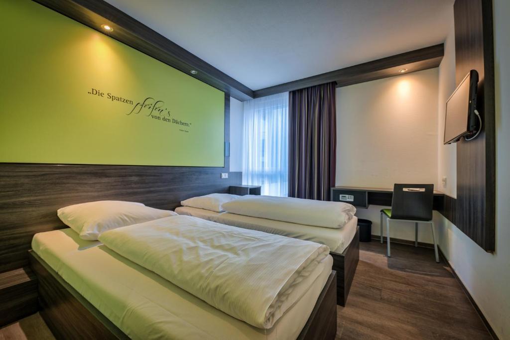 Ein Bett oder Betten in einem Zimmer der Unterkunft Economy-Hotel