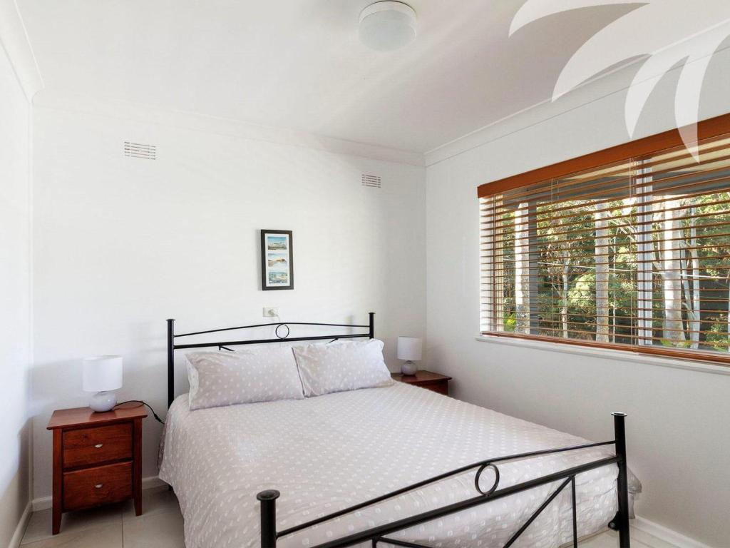A bed or beds in a room at Picture perfect Lizzie Palms 2