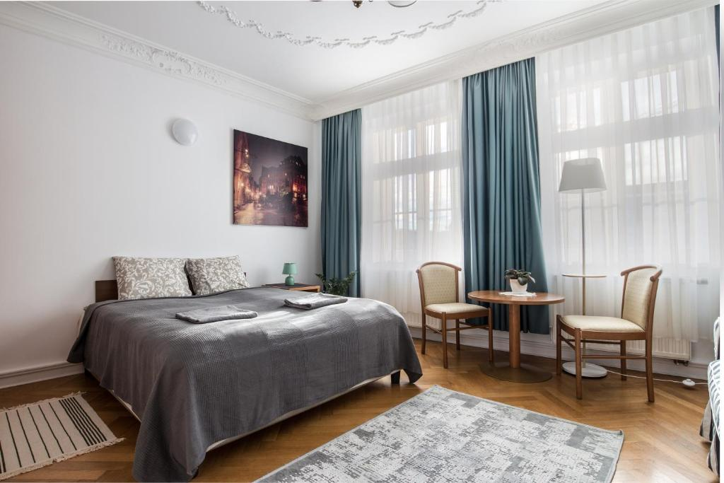 A bed or beds in a room at Bielski Guesthouse