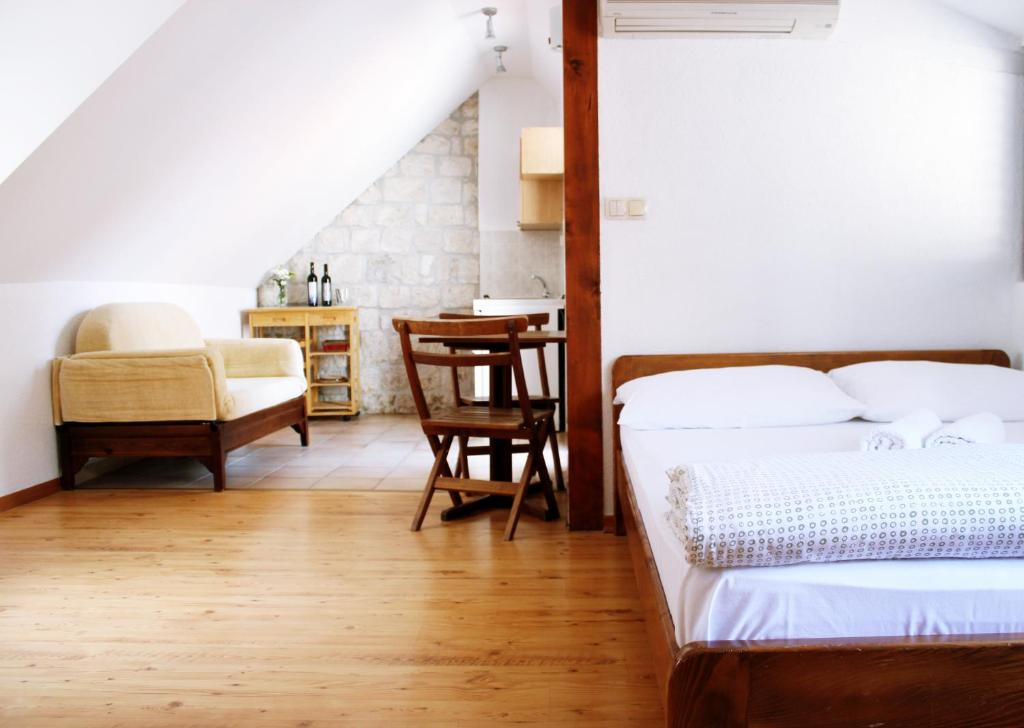 A bed or beds in a room at House Ivancic