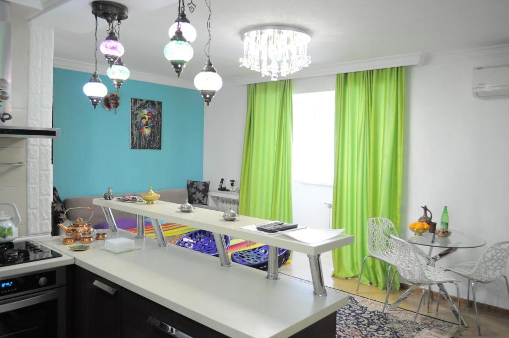A cozinha ou cozinha compacta de Baku Seafront Apartment