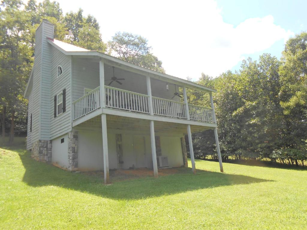Iris Cabin at Blairsville
